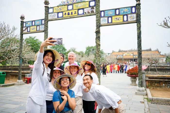 Mới đây, BTC cuộc thi Hoa Hậu Hoàn Vũ Việt Nam chính thức công bố Lệ Hằng, cùng với Phạm Hương, chính thức trở lại với Hoa hậu Hoàn vũ Việt Năm 2017 trong vai trò Người đồng hành và truyền cảm hứng cho chương trình truyền hình thực tế Tôi là Hoa hậu Hoàn vũ Việt Nam.
