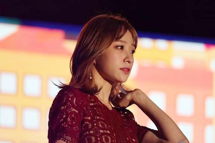"""Hani là nghệ sĩ """"chịu trận"""" nhiều nhất do cô đảm nhận vai trò MC xuyên suốt đêm nhạc."""