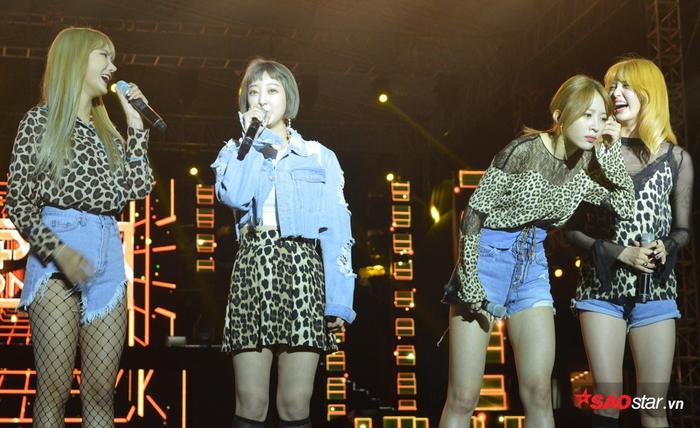Đây là lần thứ 2 EXID tới Việt Nam. Cũng như lần đầu, các cô gái luôn chiêu đãi fan hàng loạt biểu cảm phong phú sau mỗi phần trình diễn. EXID đem đến 3 bản hit L.I.E, Hot Pink và Up & Down.