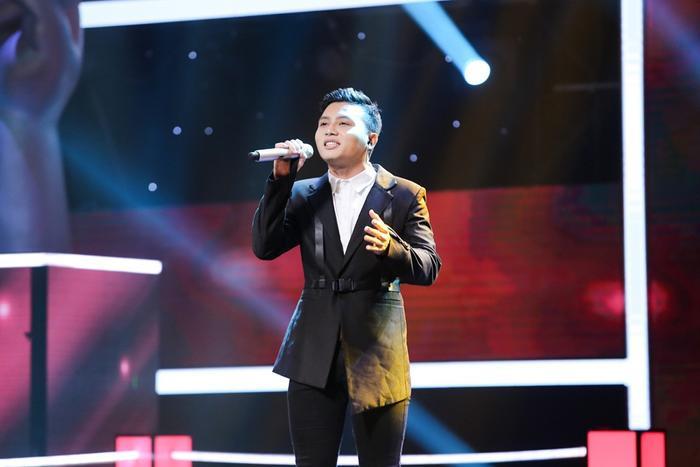 """Trong khi đó, Dương Thuận thể hiện ca khúc Vội vàng dưới sự """"ép buộc"""" của HLV Tóc Tiên."""
