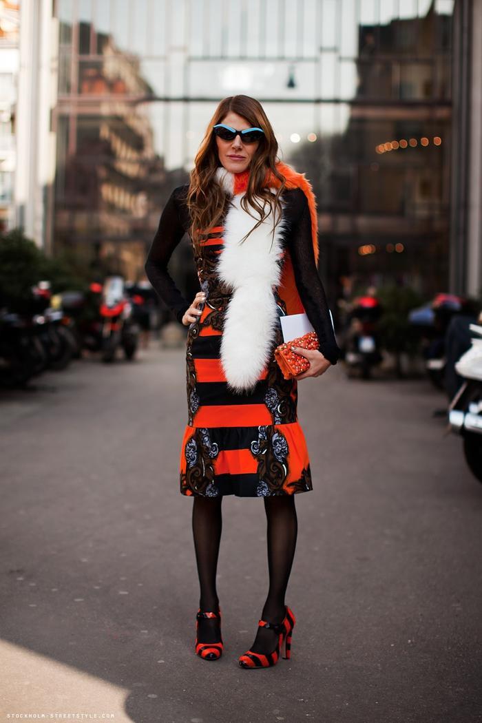 """Anna Dello Russo hiện tại đang nắm cương vị biên tập viên quyền lực của tờ Vogue Nhật Bản. Cô nàng này luôn khẳng định vị thế của mình trong nền công nghiệp thời trang nhờ vào hình ảnh """"tắc kè hoa"""" mỗi khi xuất hiện tại bất cứ tuần lễ thời trang nào."""