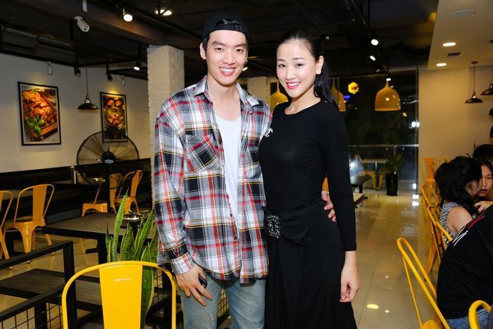 Maya chụp ảnh cùng nam diễn viên/người mẫu Brian Trần.