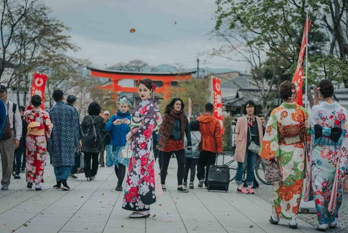 Bảo Anh lần đầu công khai hình ảnh tình tứ 'tay trong tay' cùng Hồ Quang Hiếu tại Nhật Bản