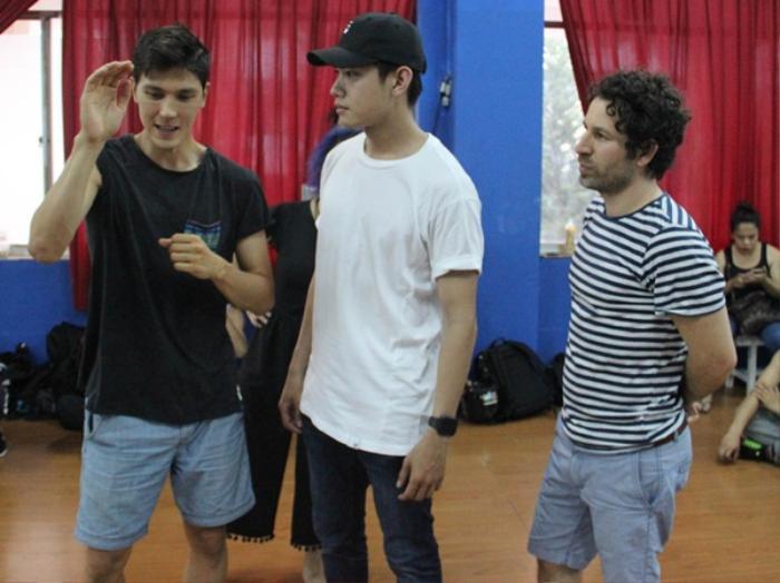 Quang Đăng tập nhảy cùng biên đạo của Michael Jackson