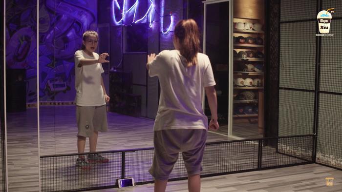 Minh Tú tập nhảy để chuẩn bị cho vòng thi kế tiếp.