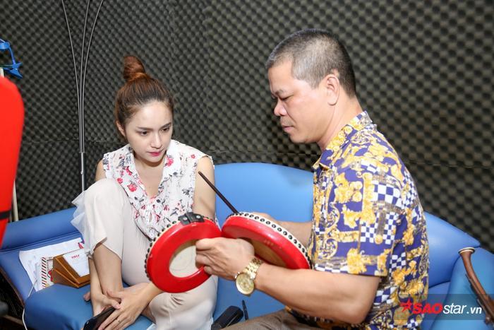 Hương Giang tập luyện cùng NSUT Xuân Diệu.