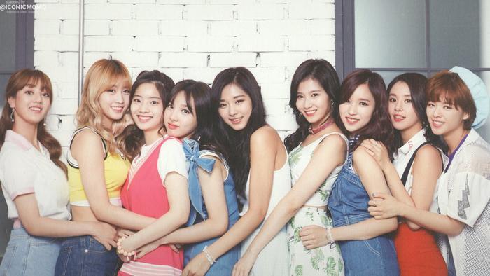 TWICE là đại diện cho phía nữ. Nói về các girlgroup thì việc vắng mặt SNSD, T-ara, Black Pink, EXID,… quả là 1 điều đáng tiếc.