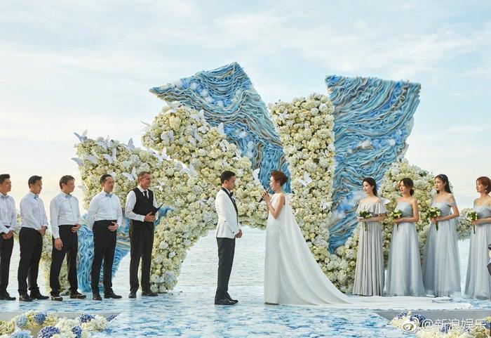 Hôn lễ hoành tráng được tổ chức tại địa điểm du lịch nổi tiếng của Thái Lan.