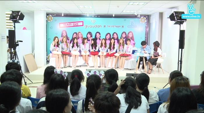 Được biết, trong lần đến Việt Nam này, nhóm tham gia biểu diễn và làm giám khảo cuộc thi K-Pop Cover Dance Festival, tổ chức tại Nhà hát Bến Thành.