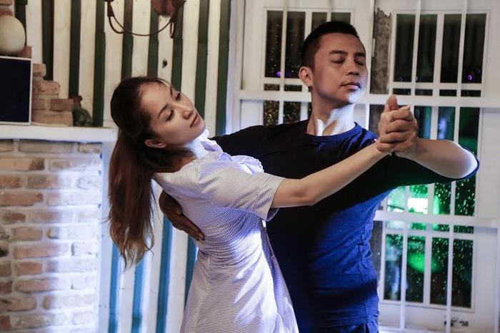 Tham gia liveshow Khánh Thi với vai trò là một người có nhiều ảnh hưởng trong cuộc đời của cô, Chí Anh không ngần ngại bay vào TP HCM quay phim và dành nhiều thời gian để tập luyện.