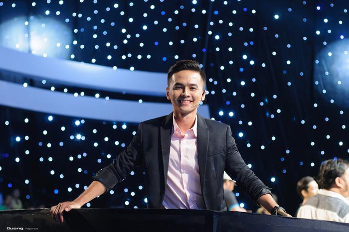 Mới đây, Văn Anh nhận lời tham gia một chương trình gameshow thú vị lần đầu xuất hiện tại Việt Nam. Trong tập này, anh được đưa cho thử thách khá khó khăn đó là thử sức với loại hình nghệ thuật Múa lân đầy mạo hiểm.