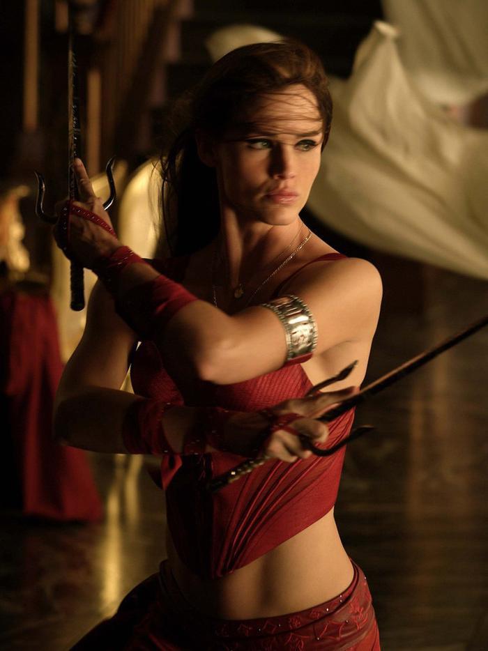 4. Elektra (2005): Dù chỉ dài 96 phút, Elektra vẫn khiến người xem phải buồn ngủ vì kịch bản nhàm chán và những cảnh chiến đấu nhạt nhẽo. Jennifer Garner rất quyến rũ, nhưng tỏ ra chẳng hề hào hứng khi vào vai nữ sát thủ khét tiếng. Những gì đọng lại của bộ phim chỉ là bộ cánh màu đỏ gợi cảm của cô. Ảnh: 20th Century Fox.