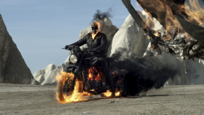 """6. Ghost Rider: Spirit of Vengeance (2012): Cả hai phần Ma tốc độ đều bị đánh giá là """"thê thảm"""" về mặt chất lượng. Diễn xuất của Nicolas Cage bị chê là quá lố, trong khi kẻ phản diện được giới thiệu là đầy quyền năng lại dễ dàng bị đánh bại. Ảnh: Columbia Pictures."""