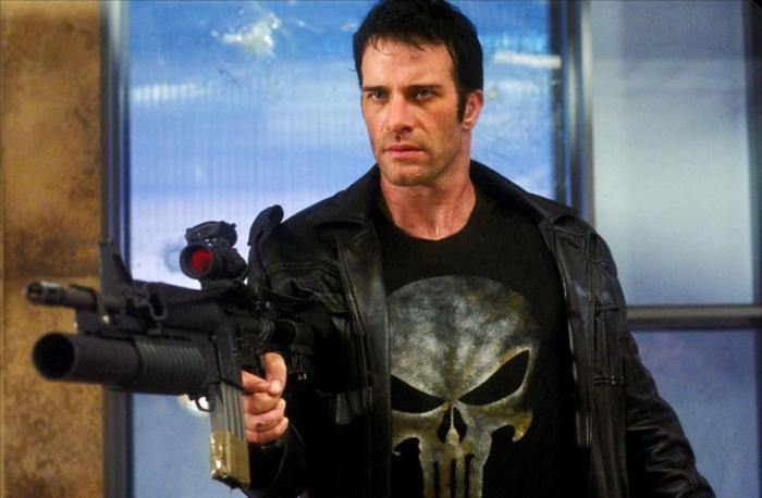 8. The Punisher (2004): Ba lần The Punisher (Kẻ trừng phạt) được lên phim và kết quả đều giống nhau là bị khán giả chê bai một cách thậm tệ. Gây thất vọng nhất là tác phẩm ra mắt hồi năm 2004 với sự góp mặt của những diễn viên tên tuổi như Thomas Jane, John Travolta và Rebecca Romijn Stamos. Ảnh: Columbia Pictures.