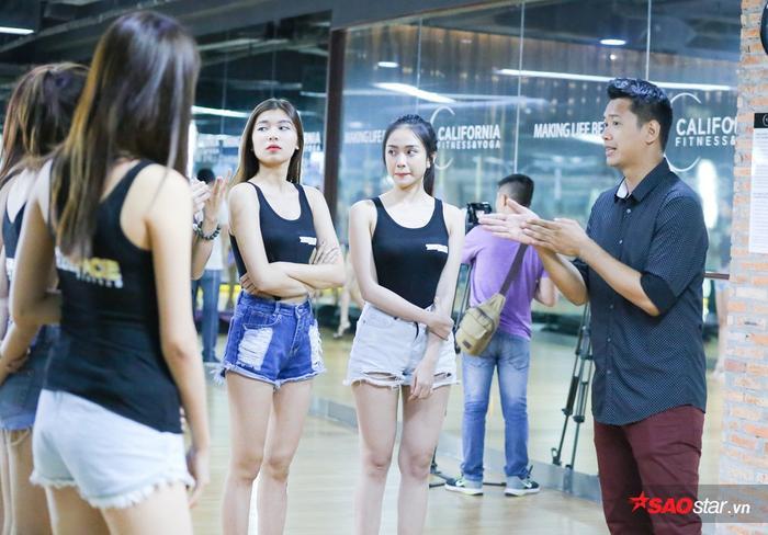 Với chiều cao khủng 1m87, gương mặt điển trai và phong cách trình diễn riêng biệt của mình, Hồ Đức Vĩnh được ekip chương trình đặc biệt mời đến để hướng dẫn các cô gái kỹ năng catwalk lần này.
