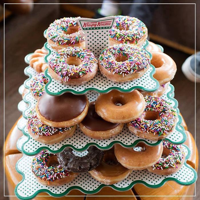Hương thơm từ những bánh donut đáng yêu của Krispy Kreme giờ đây đã có thể lưu giữ trên đôi môi xinh xắn của bạn mỗi ngày.