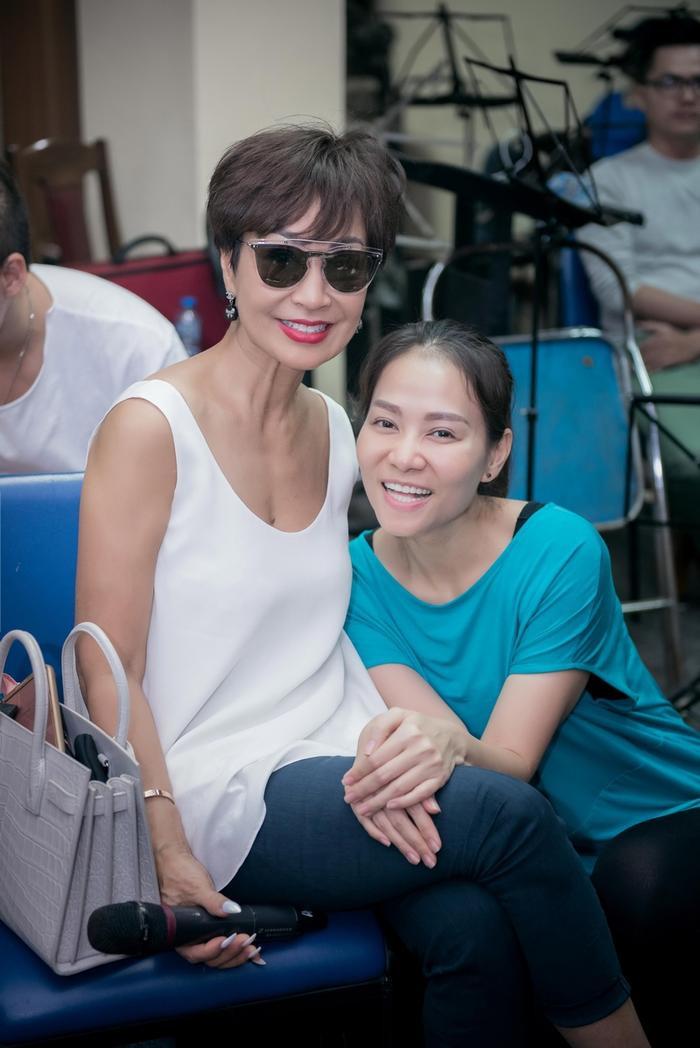 Được biết, Khánh Hà và Thu Minh sẽ song ca liên khúc hit đã tạo nên tên tuổi của Khánh Hà trong 3 thập niên qua. Đây được trông đợi sẽ là phần biểu diễn đỉnh cao của 2 giọng ca hàng đầu trong nền âm nhạc Việt Nam hiện nay.