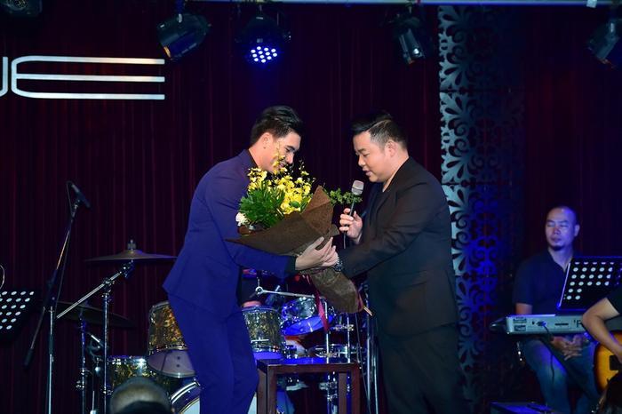 Quang Lê dẫn Phương Mỹ Chi tham gia minishow của học trò Thần Tượng Bolero  Ngọc Sơn ảnh 1
