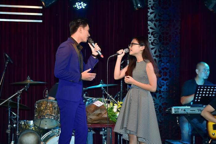 Phương Mỹ Chi đem đến cho khán giả và khách mời những ca khúc dân ca thấm đượm qua chất giọng ngọt ngào của mình