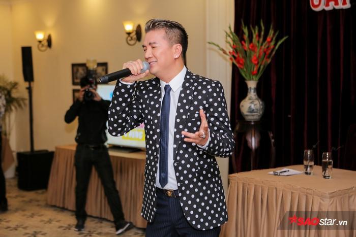 Sự kiện diễn ra trong không gian ấm cúng, được trang trí theo phong cách cổ điển với những khung ảnh trắng đen theo đúng phong cách Sài Gòn xưa. Chủ nhân của đêm nhạc đã có những chia sẻ về dự ánđầy ý nghĩa này.