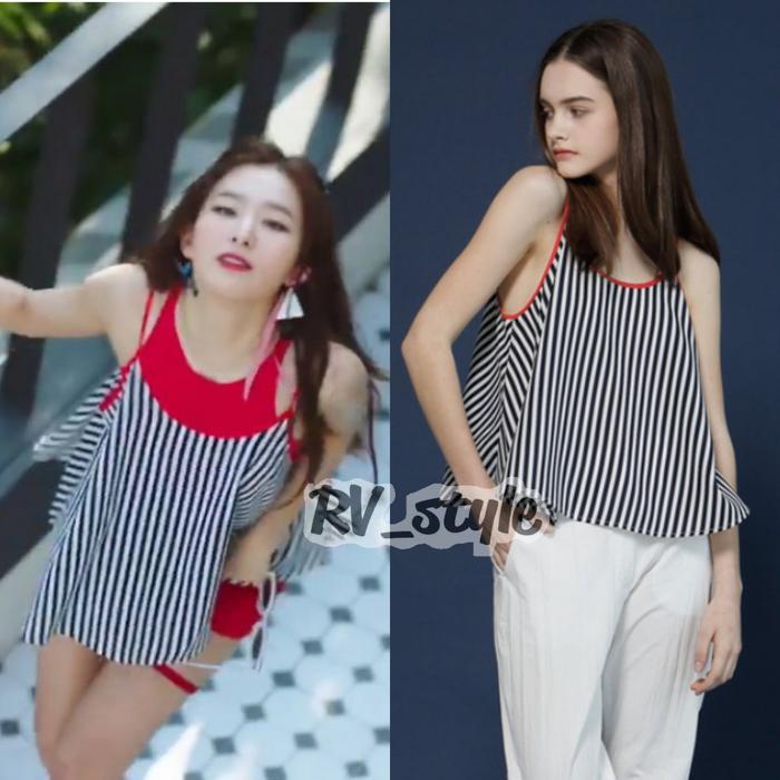 Chiếc áo 2 dây này đượcSeulgi biến hóa theo mốt giấu quần vô cùng trendy với mức giá yêu thương ₩36,000 (700 ngàn đồng).