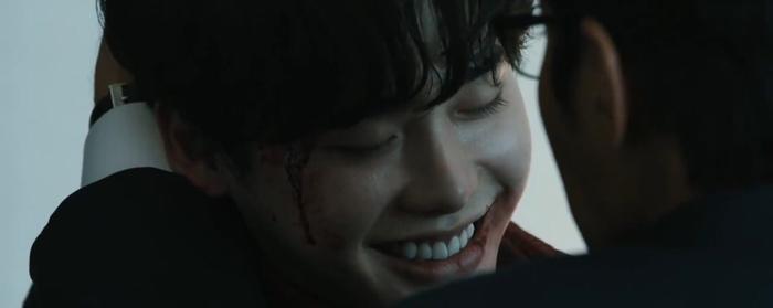 """Cái cười khiến người xem """"rùng mình""""."""