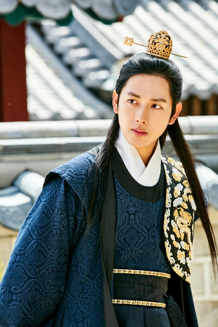 5 nam thần cổ trang đẹp trai nhất màn ảnh Hàn 2017