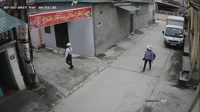 Hai người phụ nữ đi bán tăm bông bị nghi bắt cóc.