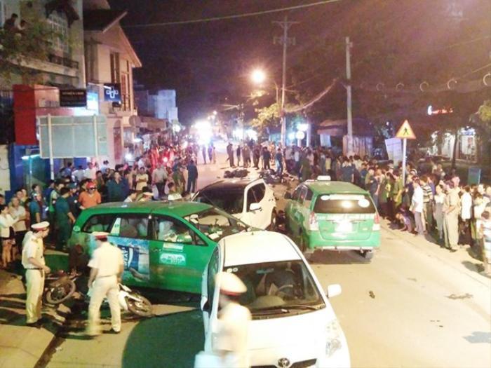 13 xe tông nhau liên hoàn trong đêm: Ít nhất 2 người chết, 10 người bị thương