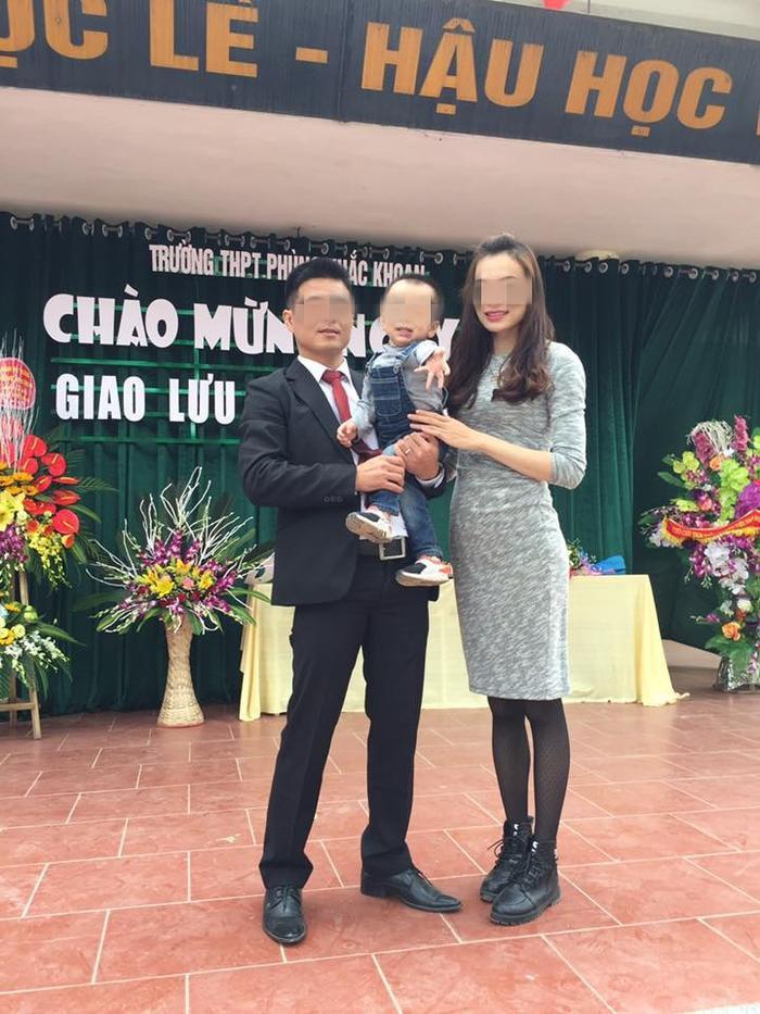 Thầy Tú cùng vợ và con trai.