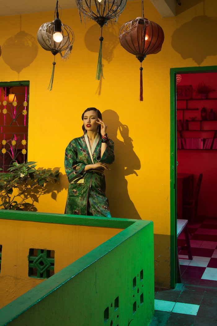 Tú Hảo lạnh lùng 'đối lập' Phương Chi sôi nổi trong không gian Vintage ma mị