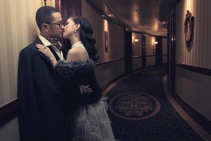 """""""Thy là người biết rõ từ quá trình làm quen, tìm hiểu, yêu nhau và tiến đến hôn nhân của hai anh chị, nên Thy hiểu được họ thực sự nghiêm túc trong chuyện tình cảm lần này. Tuy là đám cưới của anh trai, nhưng Thy còn có cảm giác vui hơn cả cô dâu và chú rể"""", nữ ca sĩ Bảo Thy chia sẻ."""
