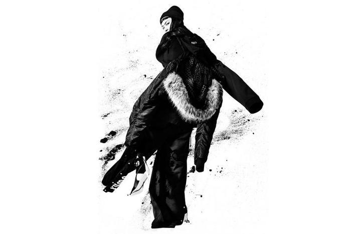 Kể từ khi nhận chức giám đốc sáng tạo của Puma, nữ ca sĩ Rihanna đã đưa cái tên thương hiệu này trở lại đường đua sau khi bị các đối thủ khác bỏ xa. Chính loạt hoạ tiết đục lỗ kèm nút khuy thời thượng đã khắc hoạ chất nổi loạn của chủ nhân bộ sưu tập. Dù chỉ sử dụng những tông màu tối nhưng không ai có thể phủ nhận phong cách cá tính không thể trộn lẫn, mang đậm dấu ấn Rihanna.