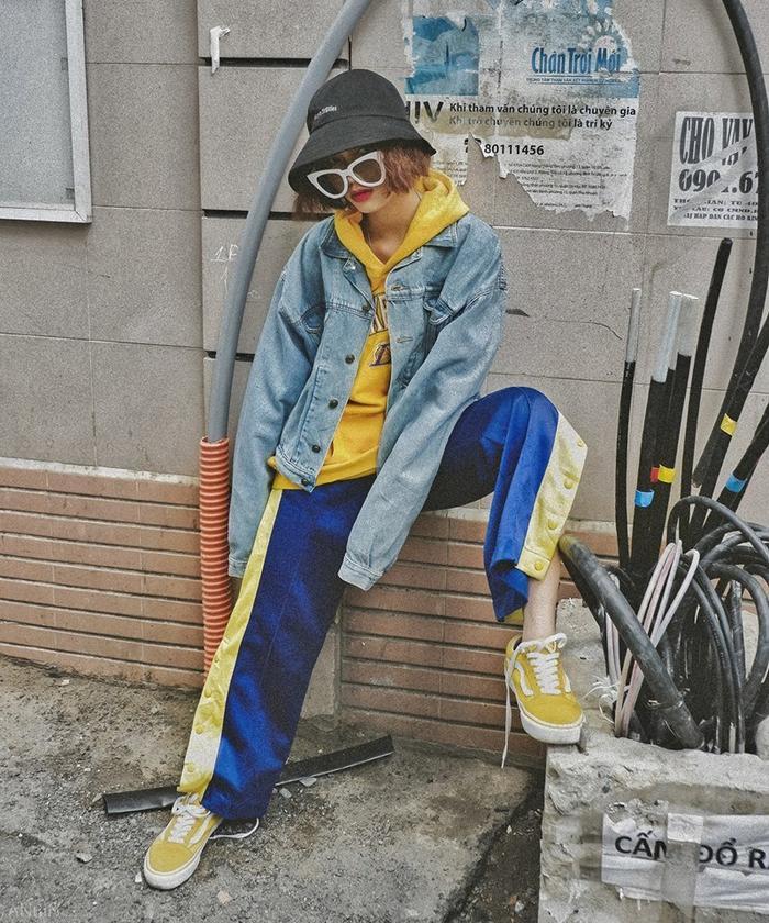 … hay áo hoodie và denim jacket bụi bặm style đường phố thì cũng là lựa chọn hoàn hảo cho các cô nàng cá tính.
