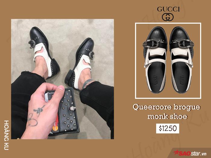 Tuy lọt top những đôi giày đắt đỏ nhất mà nhà mốt Gucci từng ra mắt thế nhưng điều này chẳng làm stylist Hoàng Ku ngần ngại, anh chàng đã nhanh tay rước ngay đôi Queercore brogue monk shoe về tô điểm cho tủ đồ hiệu của mình.