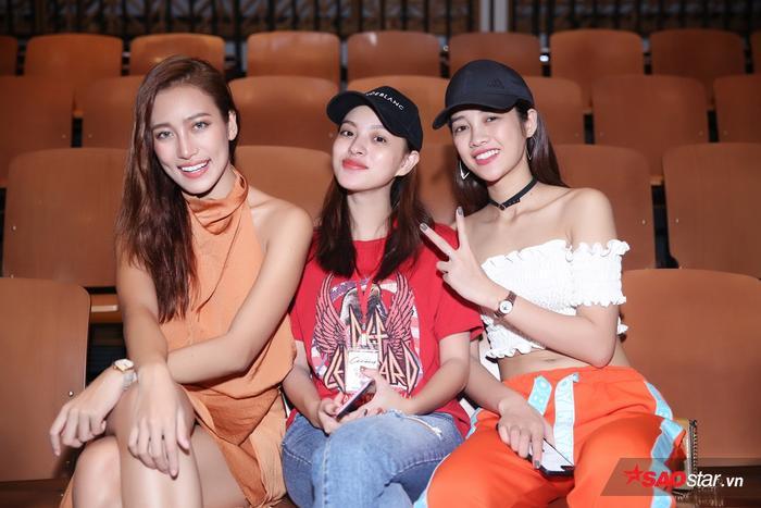 Các cô gái sẽ cùng HLV của mình xuất hiện trên sàn diễn trong BST của NTK Võ Công Khanh.
