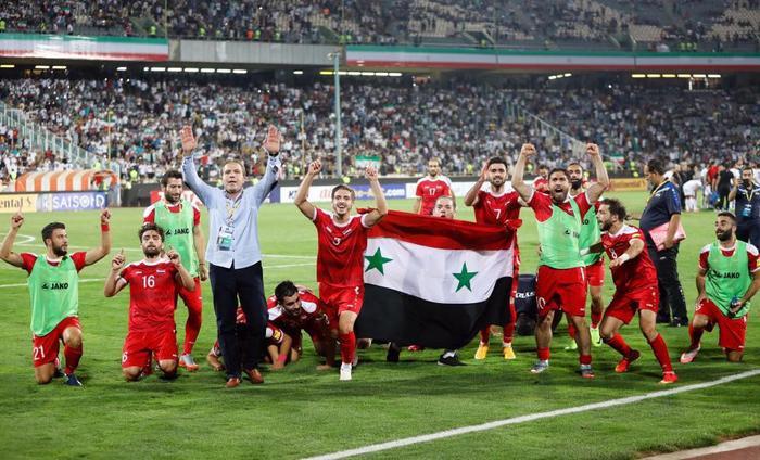"""Đặc biệt ở khu vực châu Á, Syria đã có trận hòa 2-2 đầy quả cảm trước """"ông kẹ"""" Iran để vượt qua Trung Quốc và Uzbekistan để có suất play-off cho World Cup."""