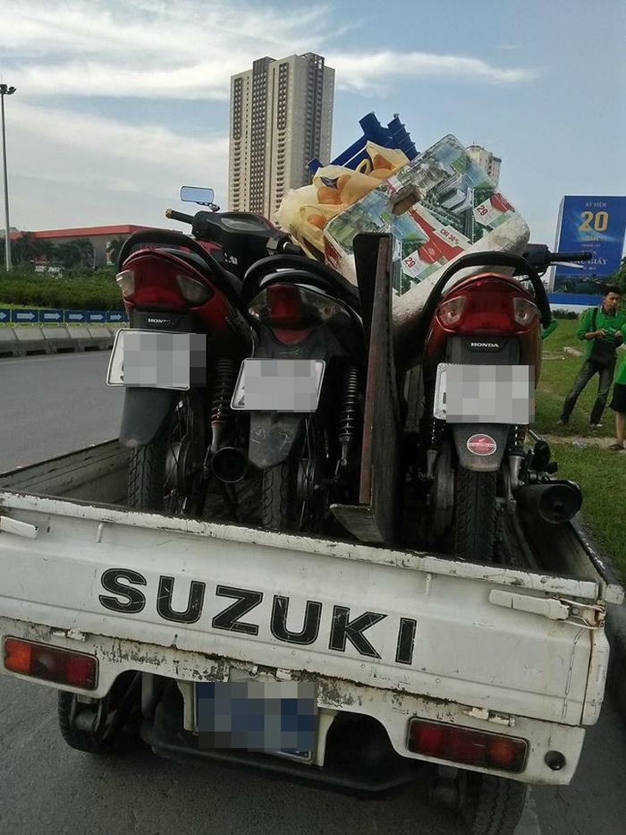 2 chiếc xe mang biển số Thanh Hóa, 1 chiếc xe mang biển số Hà Nội được công an tạm giữ.