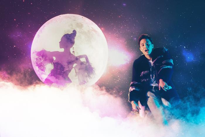 Hình tượng chú Cuội và chị Hằng trong tuổi thơ của mọi người bỗng chốc được tái hiện theo đúng phong cách 2017.