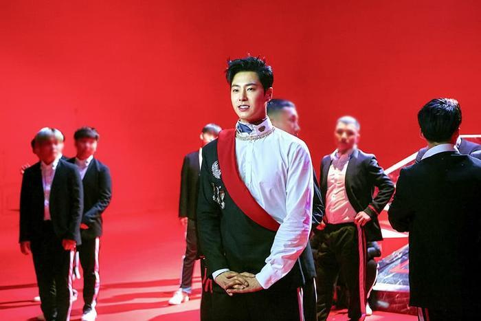'Sởn da gà' với MV 'nóng hừng hực' từ Yunho: Quả không hổ danh là TVXQ!