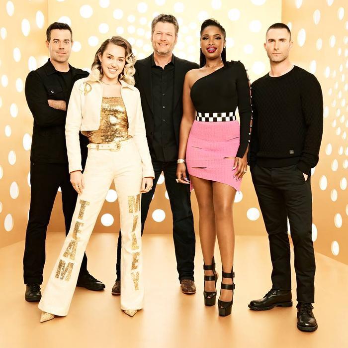 The Voice US: Blake tranh thủ mỉa mai 'ma mới' Jennifer Hudson 'như đang dậy thì' trước giờ lên sóng