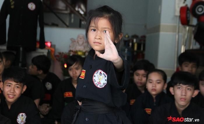 Thiên thần nhí 7 tuổi đi quyền, múa đao khiến người lớn phải 'choáng'