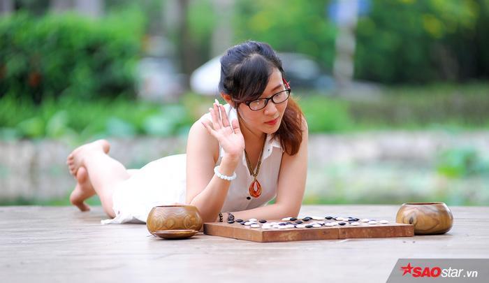 Trong buổi vinh danh Top 10 Hoa khôi làng cờ Việt 2016 quy tụ nhiều người đẹp ở các bộ môn cờ tướng, cờ vua,…Nguyễn Thị Tâm Anh là cái tên duy nhất của môn cờ vây lọt vào danh sách.