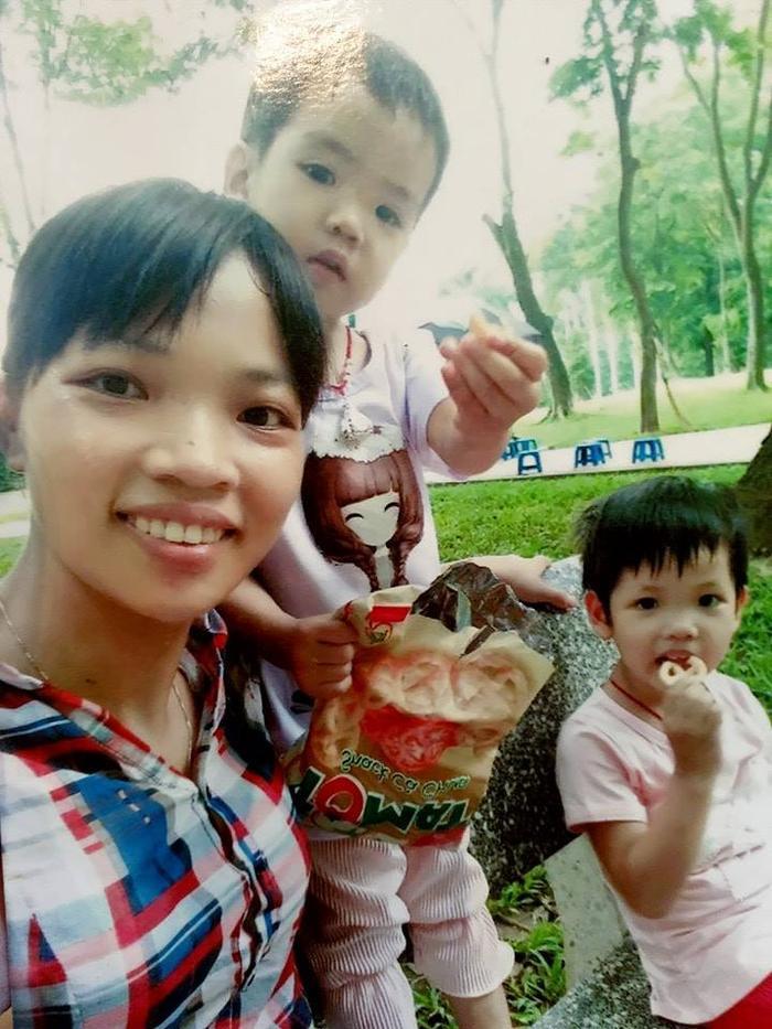 Hình ảnh chị Vân và hai con gái xinh xắn.