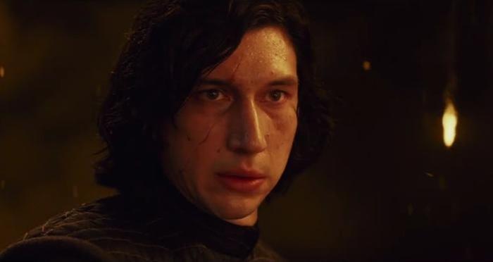 Kylo Ren dùng thân mình để hồi sinh Rey.