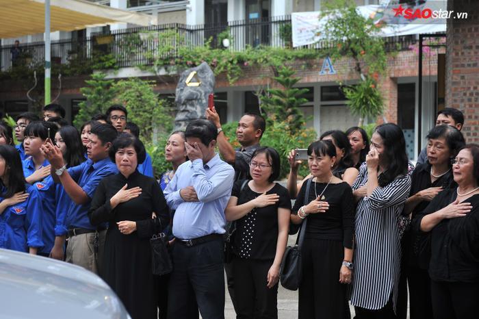Từ học sinh cho đến giáo viên và cả những người dân quanh vùng.