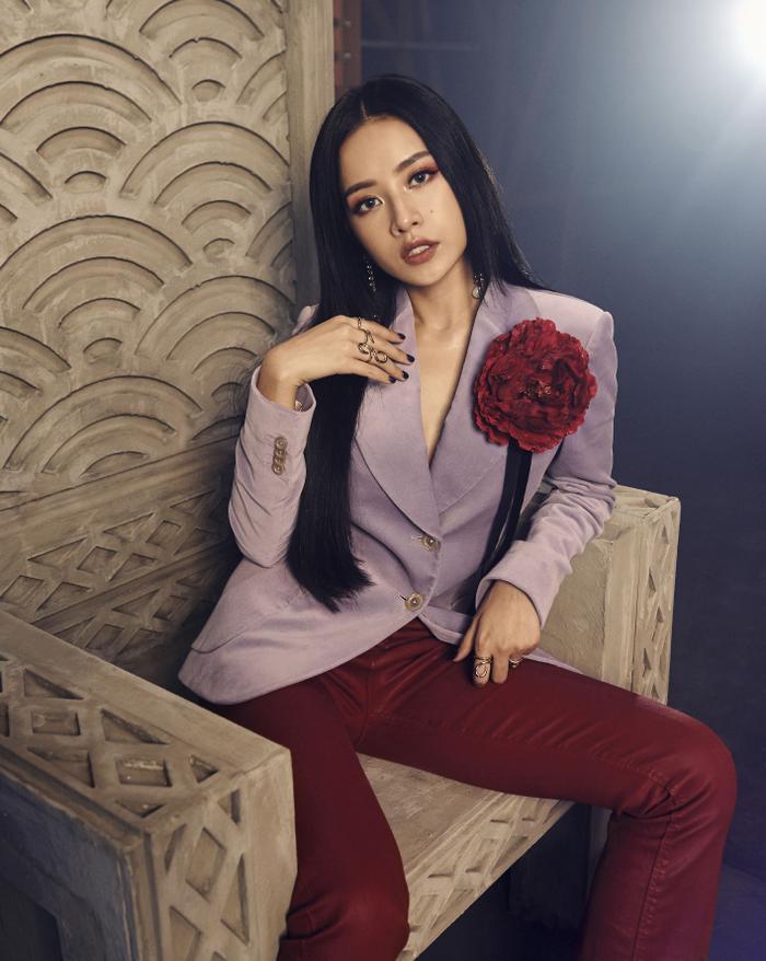 Sản phẩm âm nhạc mới của Chi Pu đang nhận hàng loạt phẫn nộ từ người yêu nhạc. Tuy đã lập kỷ lục nhưng có lẽ chính cô nàng cũng không biết nên vui hay buồn với điều này.
