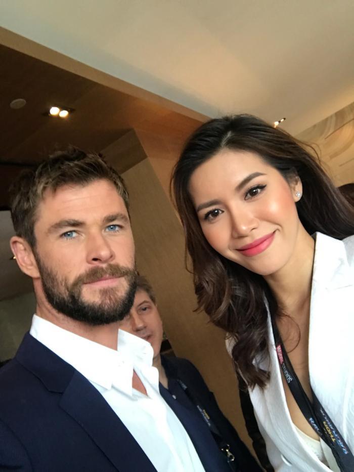 Minh Tú selfie cùng Chris Hemsworth (Thần Sấm Thor).