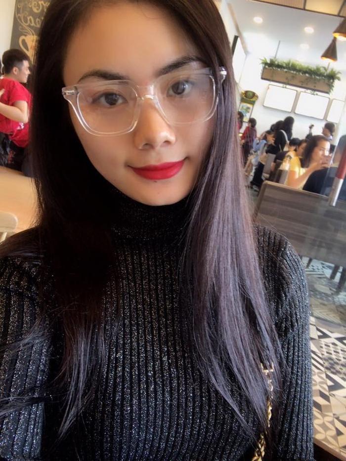 Bạn gái xinh xắn như hot-girl của Phi Sơn.