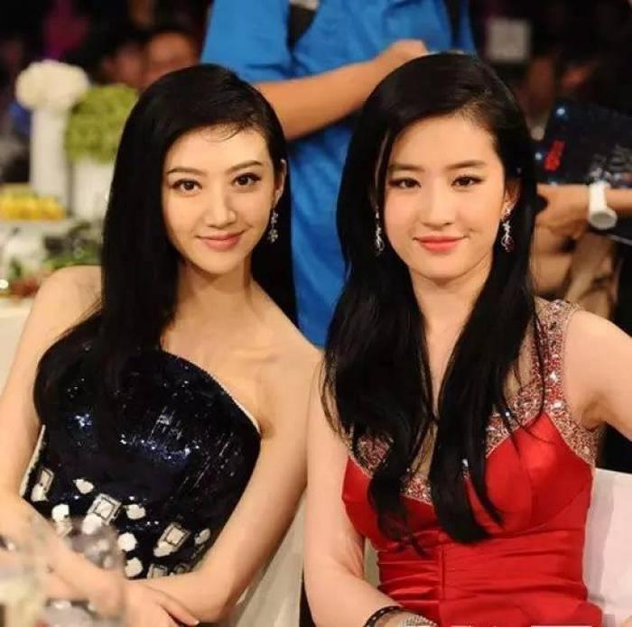 Cảnh Điềm và Lưu Diệc Phi từng có dịp đọ sắc trong một sự kiện từ thiện.